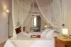 La suite Azor dispone de una cama de matrimonio para dos personas